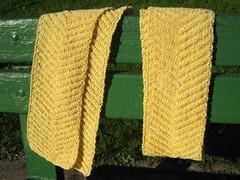 Scarf_2008_11_28_YellowWhiteChevron1