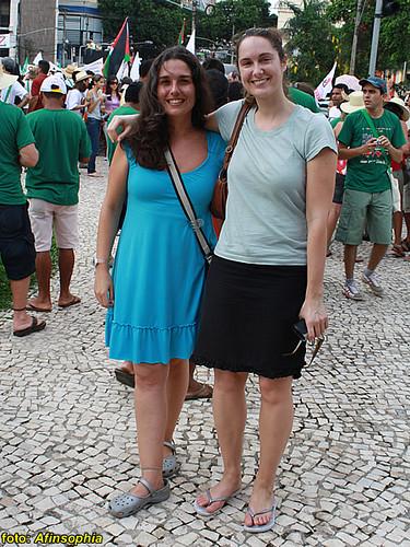 A afiniana antropóloga Raissa e Séverine Calza, da Secretaria Internacional Permanente Direitos Humano e Governos Locais
