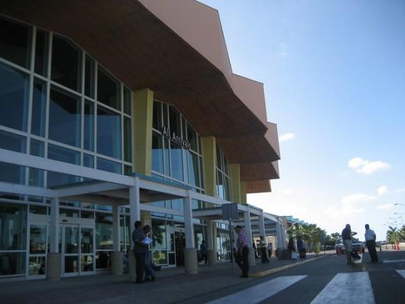 Airport Aruba Arrivals