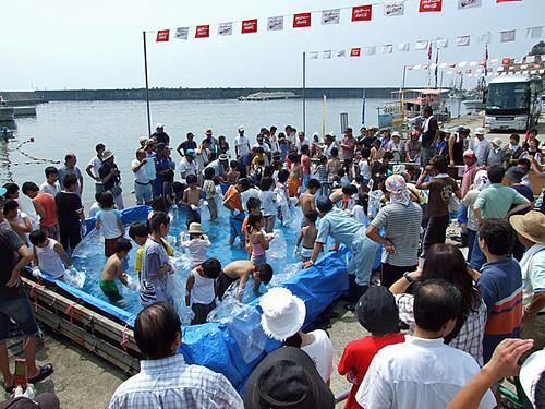 活魚のつかみ取り~笹川流れ海の縁日2008