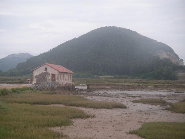Foto 2 - Molino de la Cerroja con Montehano al fondo