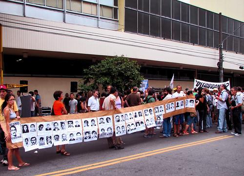 protesto em repúdio à Folha de S. Paulo