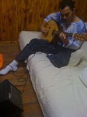 Alfredinho tocando Craviola