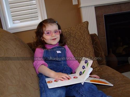 Kitten & the reading glasses