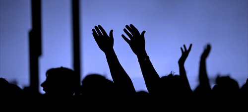 hands_in_worship_2
