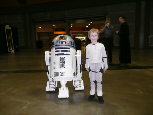 Kai and R2D2 by Lord Shaper.