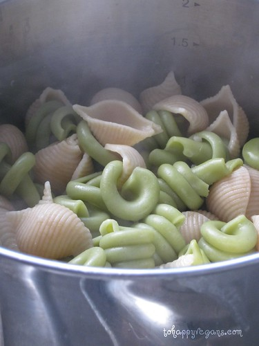 Sainsburys So Organic wholemeal pasta conchiglie and Seeds of Change spinach trotolle