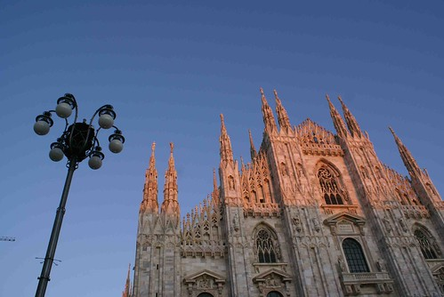 โดโม่ (Duomo) หรือ สยามสแควร์ของที่นี่ แหล่งรวมแบรนด์เนมและห้างต่างๆ มากองกันรอบโบสถ์นี่แหละ