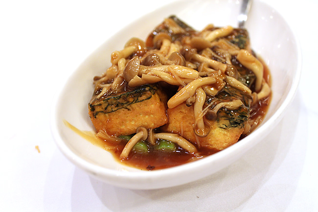 Spinach Beancurd with Conpoy and mushroom