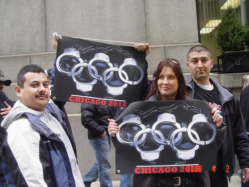 Members of Chicagos police force display their feelings against Chicagos Olympic bid. Photo by Albert Corvera.