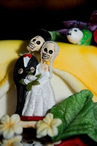 Laura & Rob\'s Day of the Dead wedding, vintage-style | Offbeat Bride