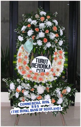 Karangan Bunga dari Kantor Sam