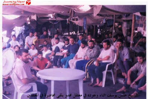 الشيخ القيادي في حماس حسن يوسف أثناء القائه محاضرة في جلسة في السجن