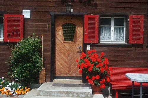 red-door_window