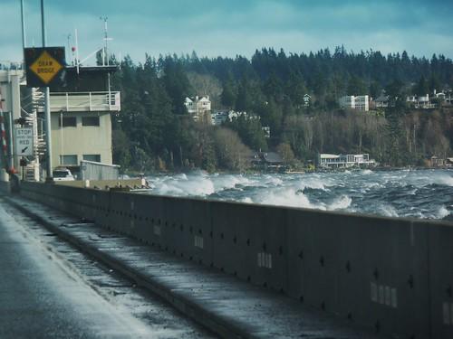 Lake Washington waves reach 520