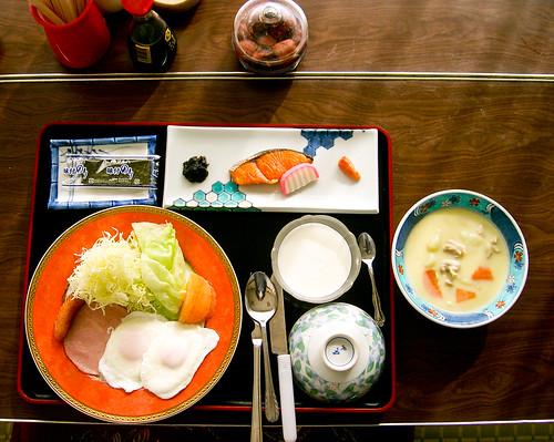 Desayuno en el ryokan.