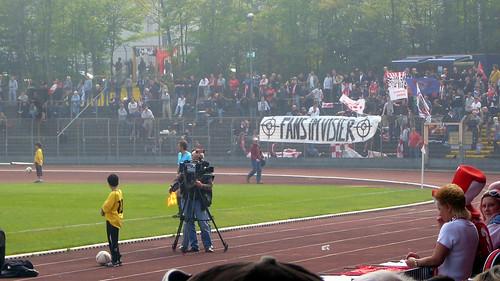 """Fans im Visier"""