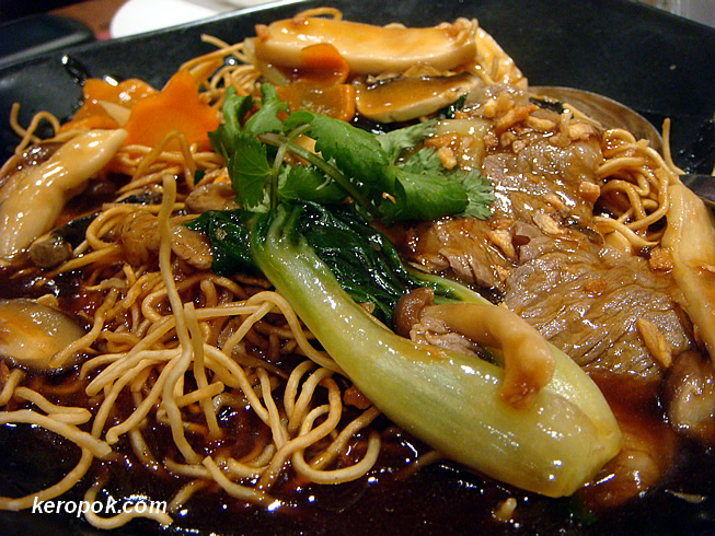 Fried Noodle with Beef and Mushroom