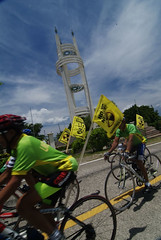 Cyclists passing the Japanese-Filipino Friendship Tower