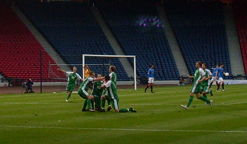 Hibs take the lead
