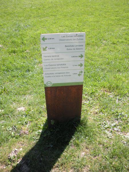 Foto 6 - Cartel indicativo en Salburua