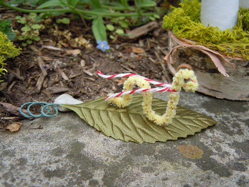 Pipecleaner worm in scarf