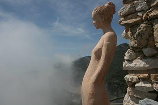 Eze jardin exotique standbeeld in wolken Jean ...
