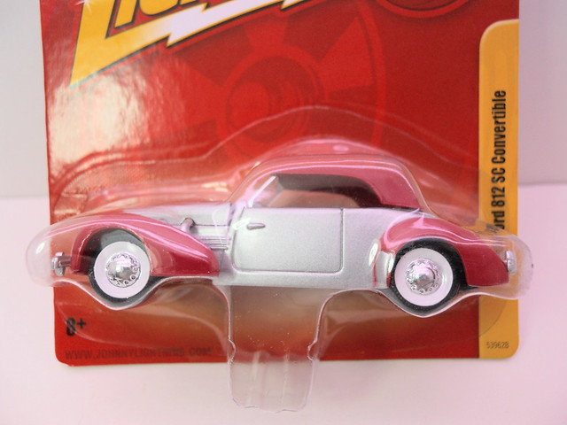 johnny lightning  1937 cord 812 sc convertible (2)