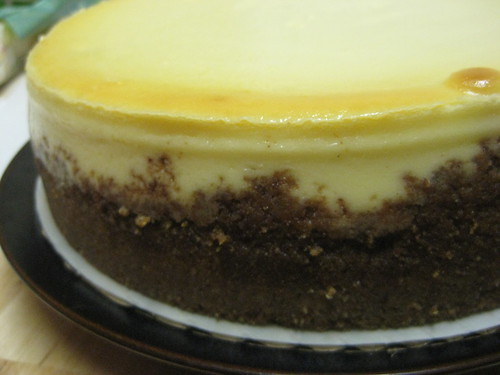 Cheesecake with spiced graham cracker crust