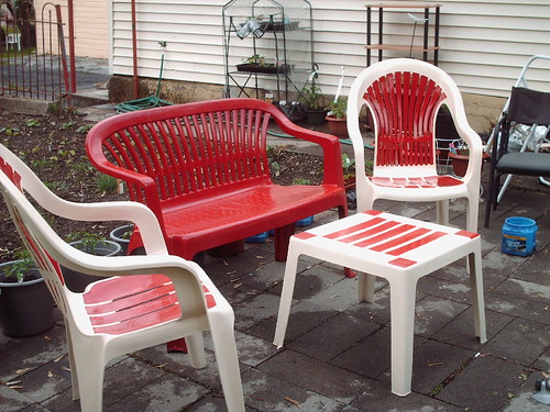 Patio furniture covers furniture in need of covers for Lawn furniture plastic covers