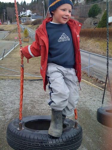 Leo, ruler of the swing set
