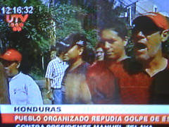Pueblo de Honduras pide el regreso de Manuel Zelaya por onlyforyoung Ibarra Ecuador
