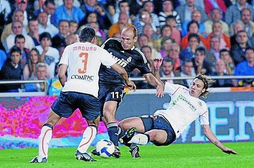 Durísima entrada a Robben | Foto: www.as.com