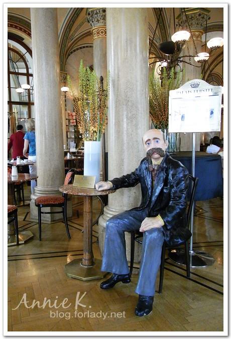 中央咖啡館人偶