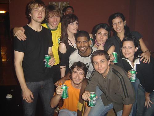 Sentido horário: Andy, Alex, Ana Laura, Mari, Priscila, Gessika, Sérgio, Daniel Paz e eu.