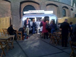 Early bird coffee queue #picnic09
