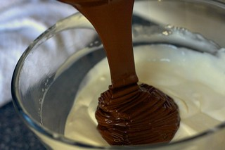 making chocolate sour cream frosting