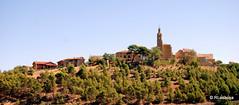 Vista de Sansol desde Torres del Río, con la Parroquia de San Zoilo destacando entre las casas