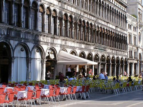 Cafeterías en la plaza de San Marcos