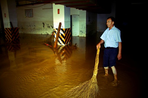 The Cleanup - Liuzhou Flood 2009