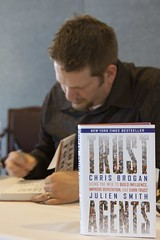 Chris Brogan signing books
