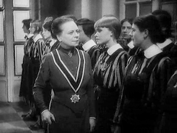 Ragazze in uniforme