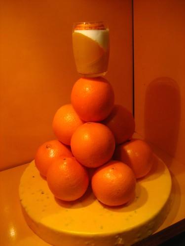ต�นนี้ที่ร้านฮิตส้ม ส้มทุก�ย่าง ตกแต่งหน้าร้านก็ส้ม