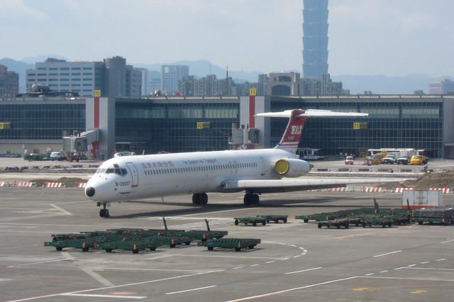 FAT MD-82(B-28007)