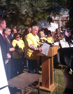 Sen. Russell Pearce wants voters to decide on a trespassing bill against undocumented immigrants - Photo: V. Fernández.