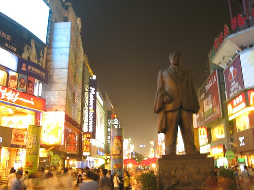 This statue marks one of the enterances of Walking Street. It is a common meet-up place for friends around Changsha.