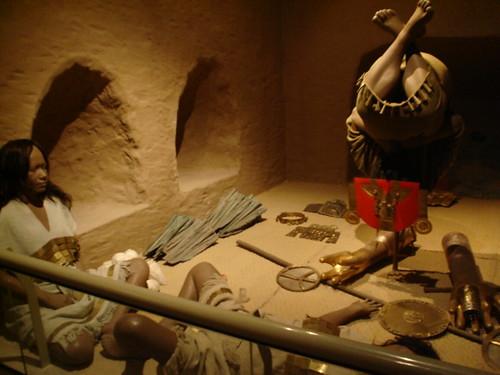 Simulación del espectacular (y raro) enterramiento del antiguo señor, encontrado en Sicán. Para CSI.