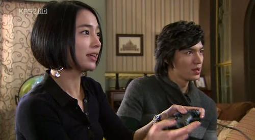 Gu Jun Pyo dan Ha Jae Kyung sedang maen game