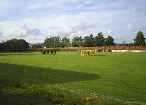 The teams hold a minute's silence