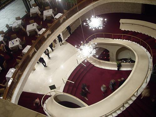 Escaleras principales de The Metropolitan Opera